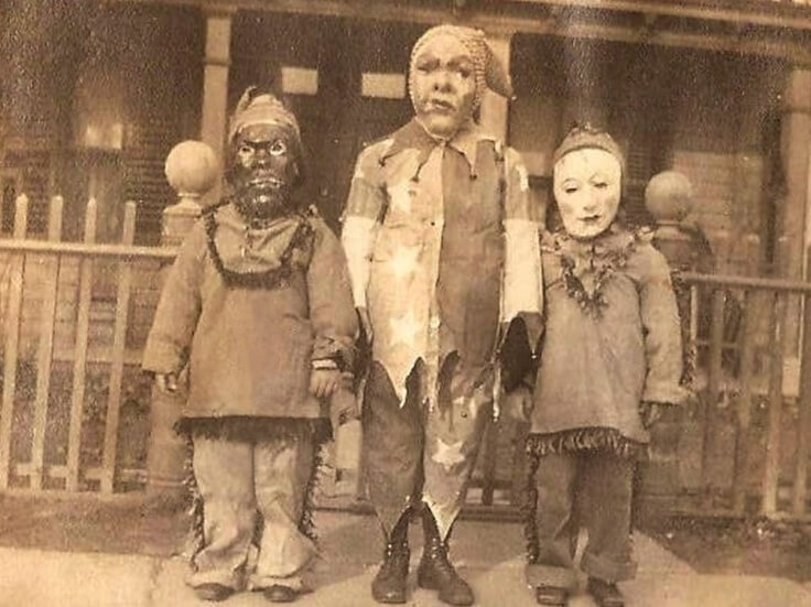 Some slightly terrifying Halloween costumes from the 1920s.